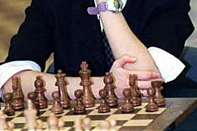 Россиянин александр грищук продолжает лидировать на шахматном супертурнире 21-й категории в испанском линаресе
