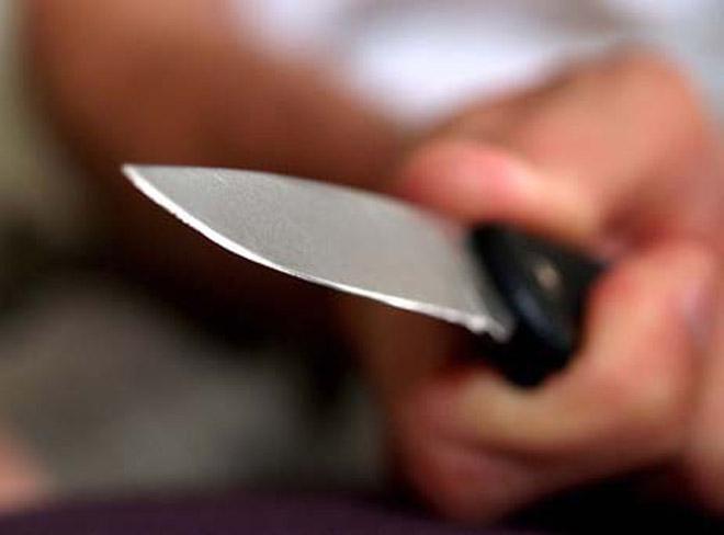 10-cu sinif şagirdi qız üstündə bıçaqlanıbmış - müəllimin gözü qarşısında