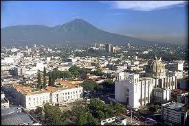 San-Salvadorun mərkəzində atışma: 6 nəfər ölüb