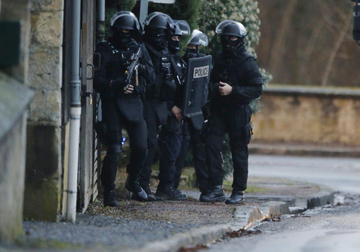 Ситуация встолице франции  контролируемая— милиция