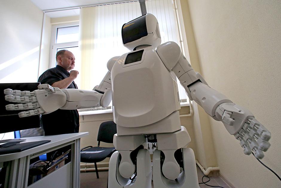 Tənha və ahıl insanlar üçün köməkçi robot yaradılıb