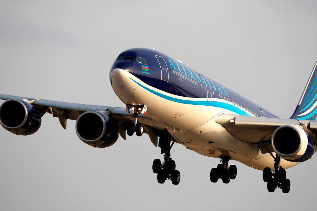 Самолет AZAL вернулся в аэропорт Пекина и совершил благополучную посадку