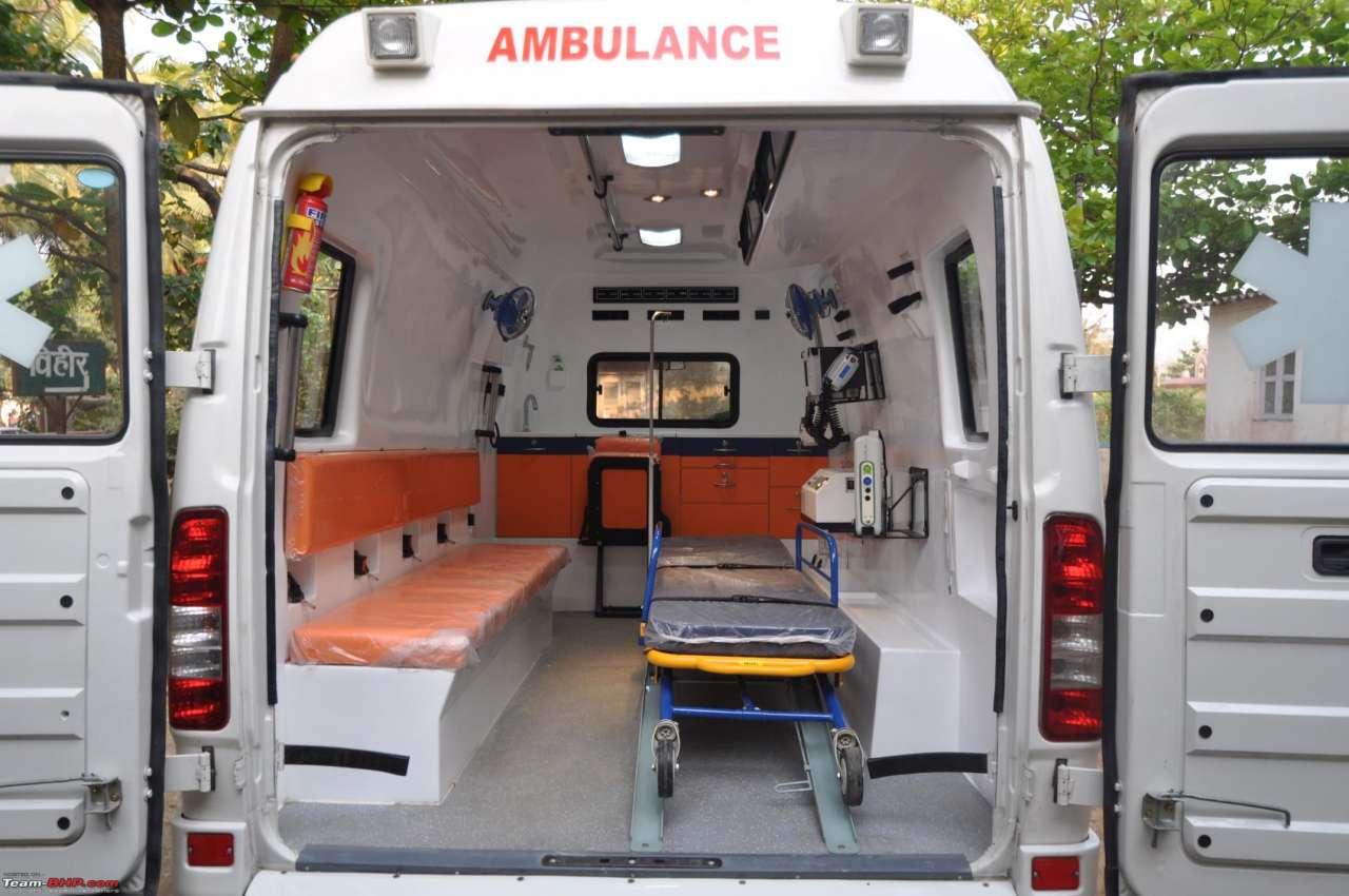 Восемь человек погибли вИндии при падении автобуса вреку