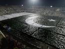 صور: باكستانيون يشكلون أكبر علم بشري  / مجتمع