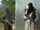 صور:  طالبان تحتجز ركاب مروحية أجنبية  / أحداث