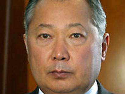 صور: الحكومة المؤقتة القيرغيزية حرمت باكييف من الحصانة الرئاسية وتسعى الى ارجاعه / قيرغيزيا