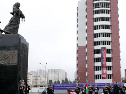 عکس: رئیس جمهوری آذربایجان بنای یادبود قربانیان فاجعه خوجالی را زیارت کرد / سیاست