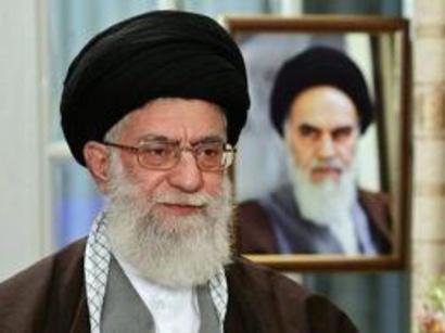 صور: علي الخامنئي يشدد على ضرورة الالتزام بالقيم والشعارات الاسلامية / سياسة
