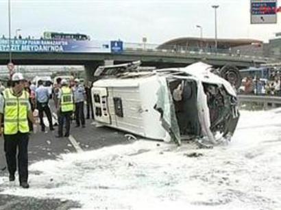 عکس: واژگونی اتوبوس توریستهای ارمنی در گرجستان 12 زخمی بر جای گذاشت / حوادث