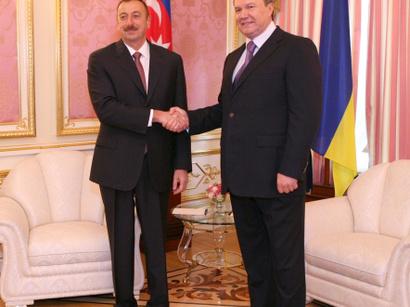 صور: رئيس أوكرانيا الى أذربيجان. / سياسة
