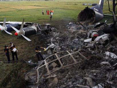 صور: قتيل وثلاثة مفقودين اثر انفجار طائرة روسية قبل اقلاعها / أحداث
