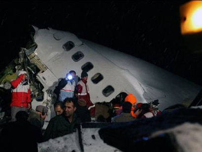 صور: تحطم طائرة ركاب -25 قتيلا / أحداث