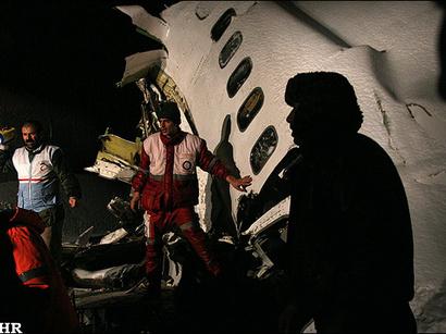 صور: وكالة: ارتفاع القتلى في تحطم طائرة ايرانية الى 77 شخصا / ايران