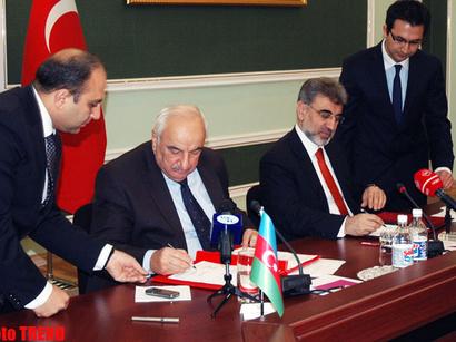 عکس: تفاهمنامه همکاری در زمینه تحقیقات اکتشافی منابع طبیعی و معدنی بین آذربایجان و ترکیه امضا شد / اخبار تجاری و اقتصادی