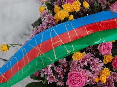 عکس: بمناسبت سالروز فاجعه قتل عام خوجالی در پایتخت اوکراین راهپیمایی برگزار شد (تصویری) / اجتماعی