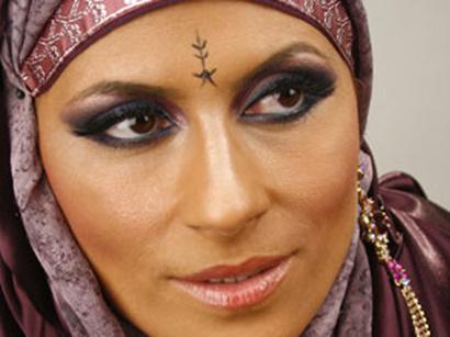 عکس: هدیه  یک خواننده آذربایجانی برای مسلمانان در ماه مبارک رمضان / اجتماعی