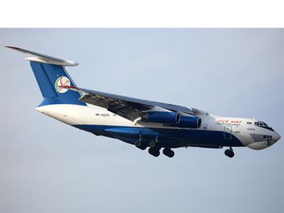 صور: رئيس اللجنة الأفغانية يتسلم الصندوق الأسود الخاص بالطائرة الأذربيجانية التي تعرضت لحادث في أفغانستان / أحداث