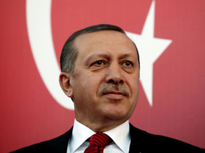 صور: استقبال رسمي وشعبي حماسي لرئيس وزراء تركيا لدى وصوله الى مصر / سياسة