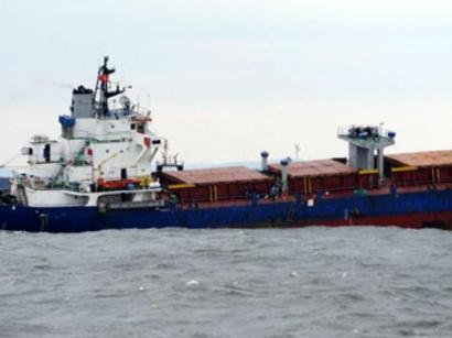 عکس: یک فروند کشتی در بندر شهید رجایی غرق شد / حوادث