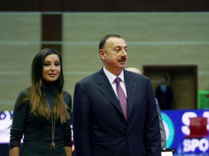 Ilham Aliyev, his spouse present trophies to F1 Azerbaijan Grand Prix winners (VIDEO)
