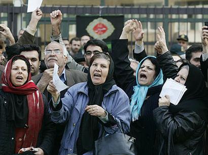 صور: أ ف ب: صدامات بين الشرطة ومتظاهرين في طهران بسبب أزمة الريال الإيراني  / أحداث