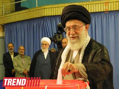 عکس: آیت الله خامنه ای: حتی نزدیکان و خانواده من نمی دانند به چه کسی رای می دهم(تصویری) / ایران