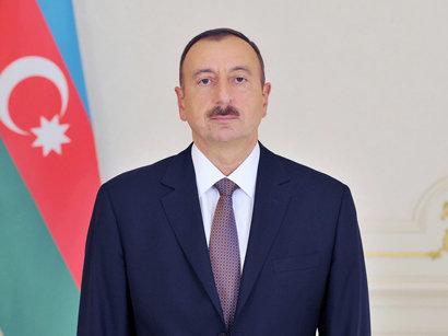 عکس: رئیس جمهوری آذربایجان مدال بوکسرها را به گردنشان آویخت (ویدیو) / آذربایجان
