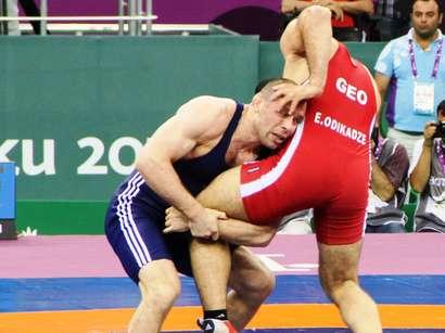 صور: المصارع خطاق قازيموف يمنح أذربيجان عاشر ميدالية ذهبية / مجتمع