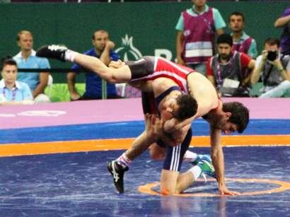 صور: المصارع الأذربيجاني يفوز على المصارع الأرميني  / مجتمع