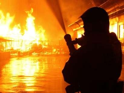 عکس: آتش  سوزی در شرکت ایران چسب خاموش شد  / حوادث