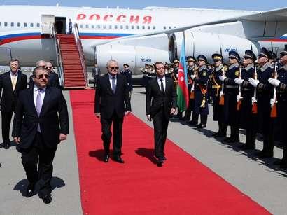 عکس: ورود نخست وزیر روسیه با باکو؛ آتش بس برای تحویل کشته ها / آذربایجان