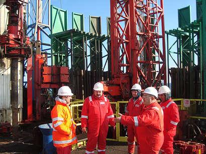 عکس: سوکار جمهوری آذربایجان علاقمند به خرید فرآوردههای نفت و گاز بلغارستان است. / آذربایجان