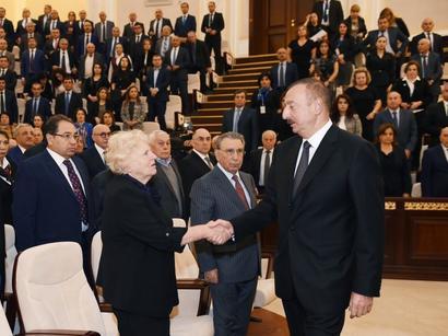 عکس: حضور رییس جمهور آذربایجان در مراسم وداع با پروفسور لطفی زاده / اجتماعی