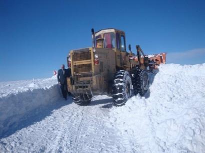 عکس: مسدود شدن راه ارتباطی بیش از 60 روستای ورزقان در اثر بارش برف / اجتماعی