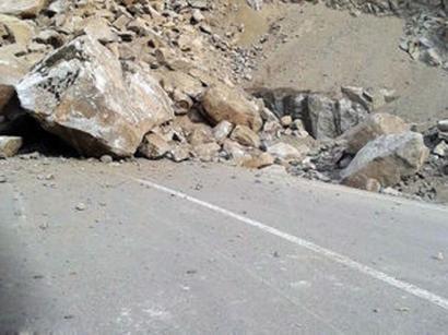 عکس: ریزش کوه در جاده هراز یک کشته و سه مصدوم بر جای گذاشت   / حوادث