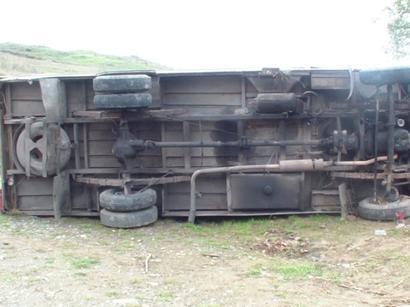 عکس: سقوط مینی بوس مسافربری به دره و مرگ 11 مسافر / حوادث