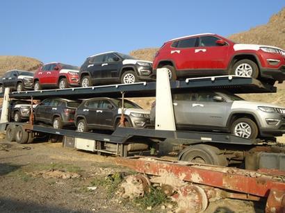 عکس: توقيف 18 خودرو لوکس بر روی 4 تریلی / اجتماعی