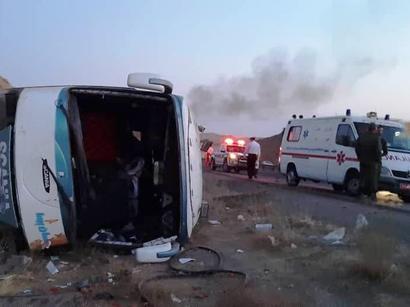عکس: واژگونی اتوبوس در جاده آبادان - ماهشهر  ایران با یک کشته و ۲۱ مصدوم   / حوادث