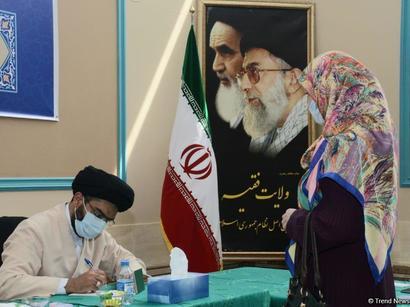 عکس: حضور ایرانیان مقیم آذربایجان در انتخابات   / سیاست