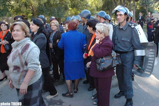 �Azadlig' bloc attempts to hold an unsanctioned rally near Narimanov subway station