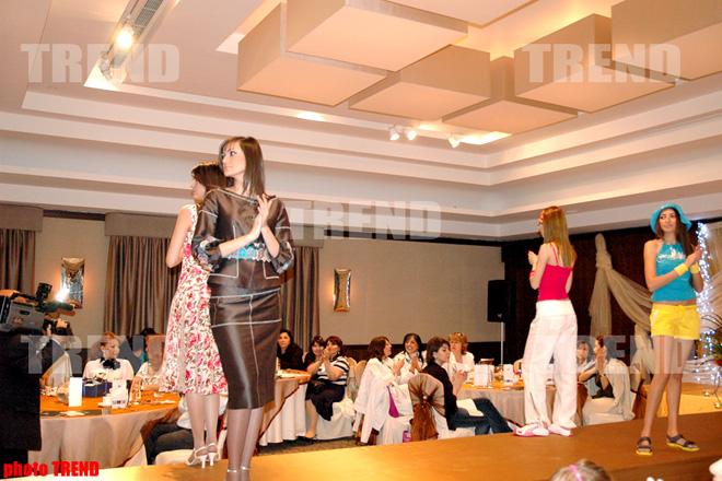 Фахрия Халафова и беременная ведущая в благотворительном показе мод