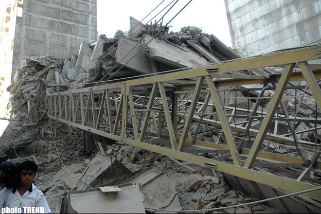 В Баку обрушилось здание – ДОПОЛНЕНО (добавлены подробности в третьем и четвертом абзацах) (видео)