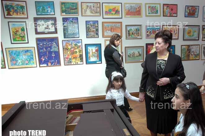 Более 150 работ представлено на выставке по случаю Года творческой молодежи Азербайджана
