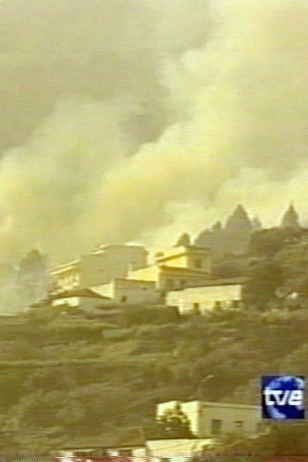 Spain: Thousands Flee  Canary Islands Fires (video)
