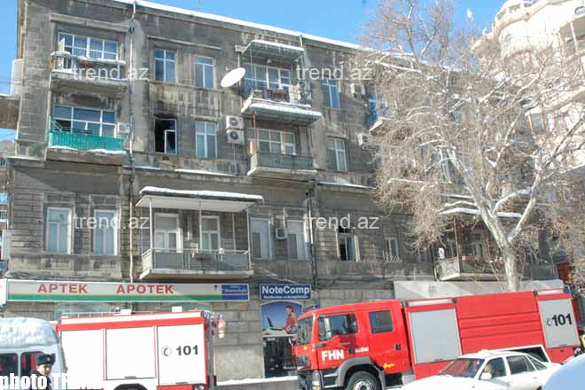 Apartment of French Embassy Official in Blaze in Baku - edited (video)