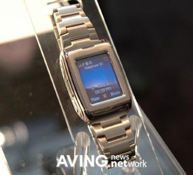 General Mobile GM500: наручные часы-мобильный телефон