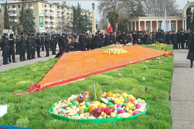 В Азербайджане приготовлена пахлава весом около три тонны