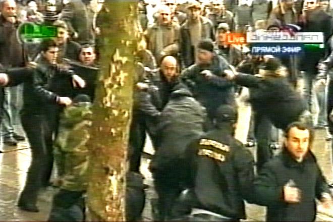 Gürcüstanda nümayişçilərin dağıdılması - Fotosessiya