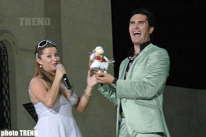 Певца Надира Гафарзаде при всех назвали обезьяной