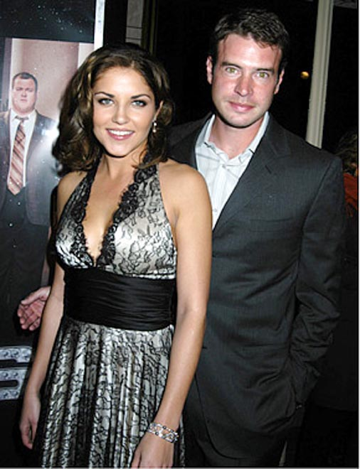 Felicity actor Scott Foley and Marika Dominczyk wed